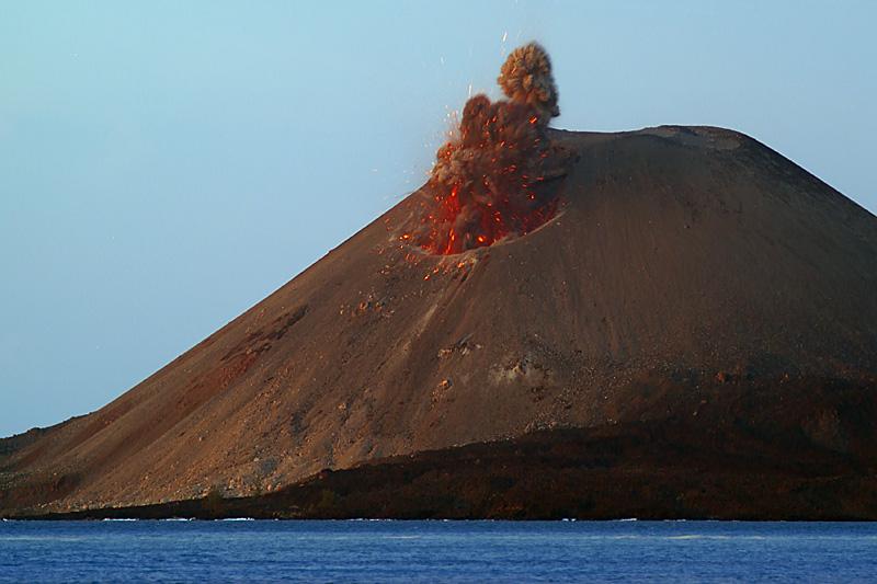 krakatau-strombolian-mf8568
